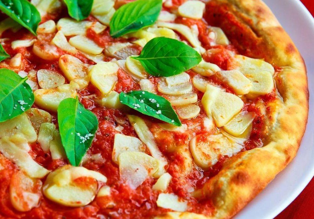 Πίτσα με Σάλτσα πίτσας Οικονομάκη